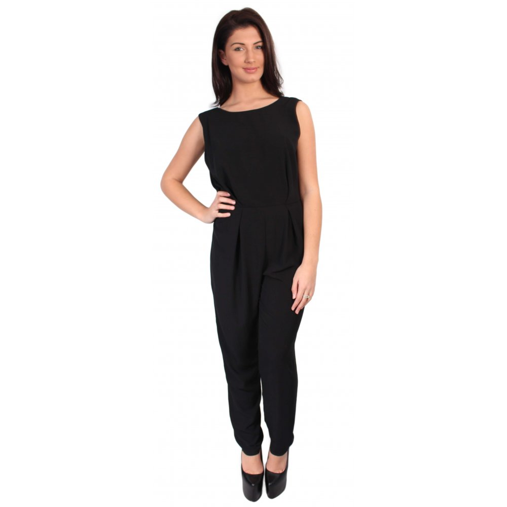 For everlasting style season after season, a classic black jumpsuit is a winning piece. With its minimal effort yet always on trend look, it will become your wardrobe staple in an instant.