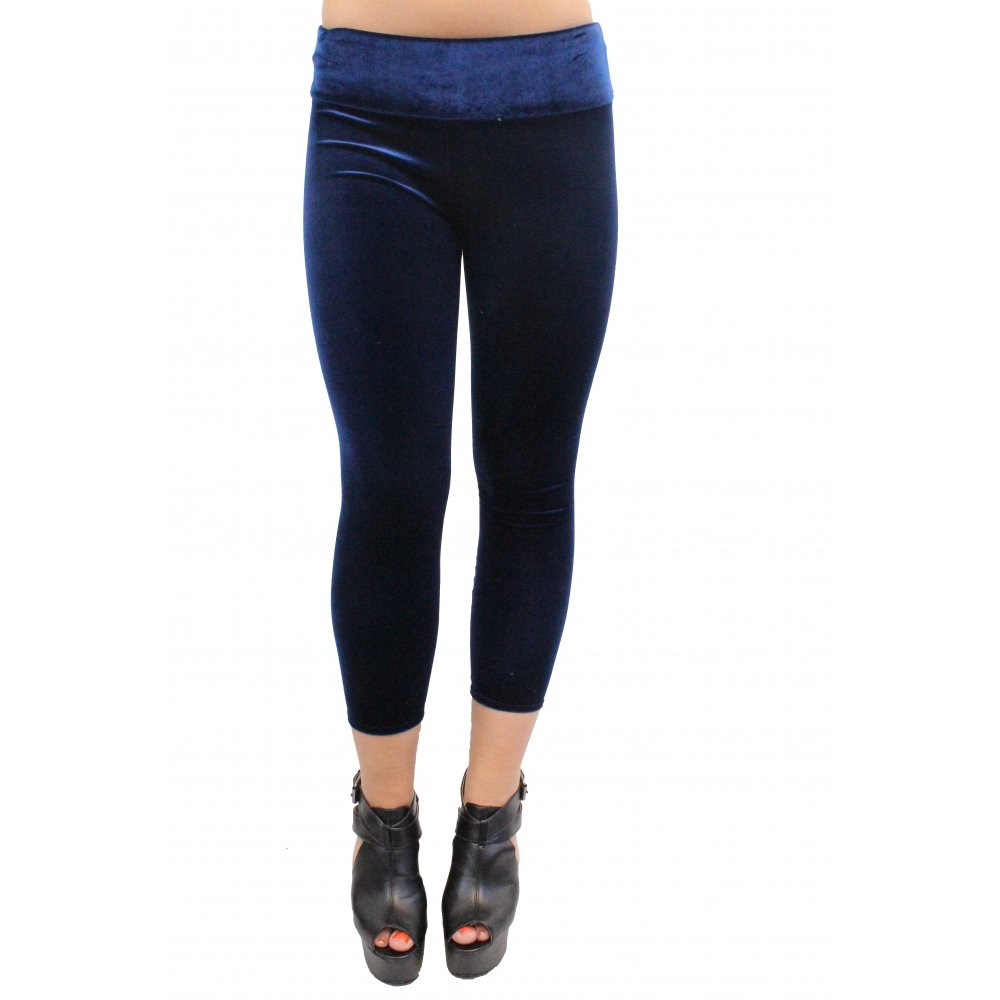 Lounge in luxury with the RD Style Aviana Navy Blue Velvet High-Waisted Leggings! These stretchy velvet leggings have a wide waist band, high-waisted fit, and fitted legs/5(7).