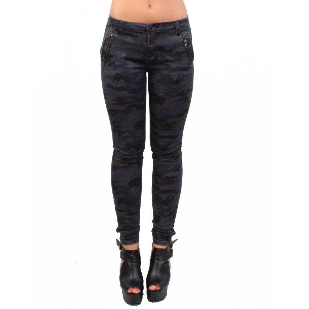 stylish skinny jeans for women Women's skinny jeans are versatile and essential pieces for any hour of the day. Choose a classic design or an original embroidered or ripped pair for the ultimate urban look.