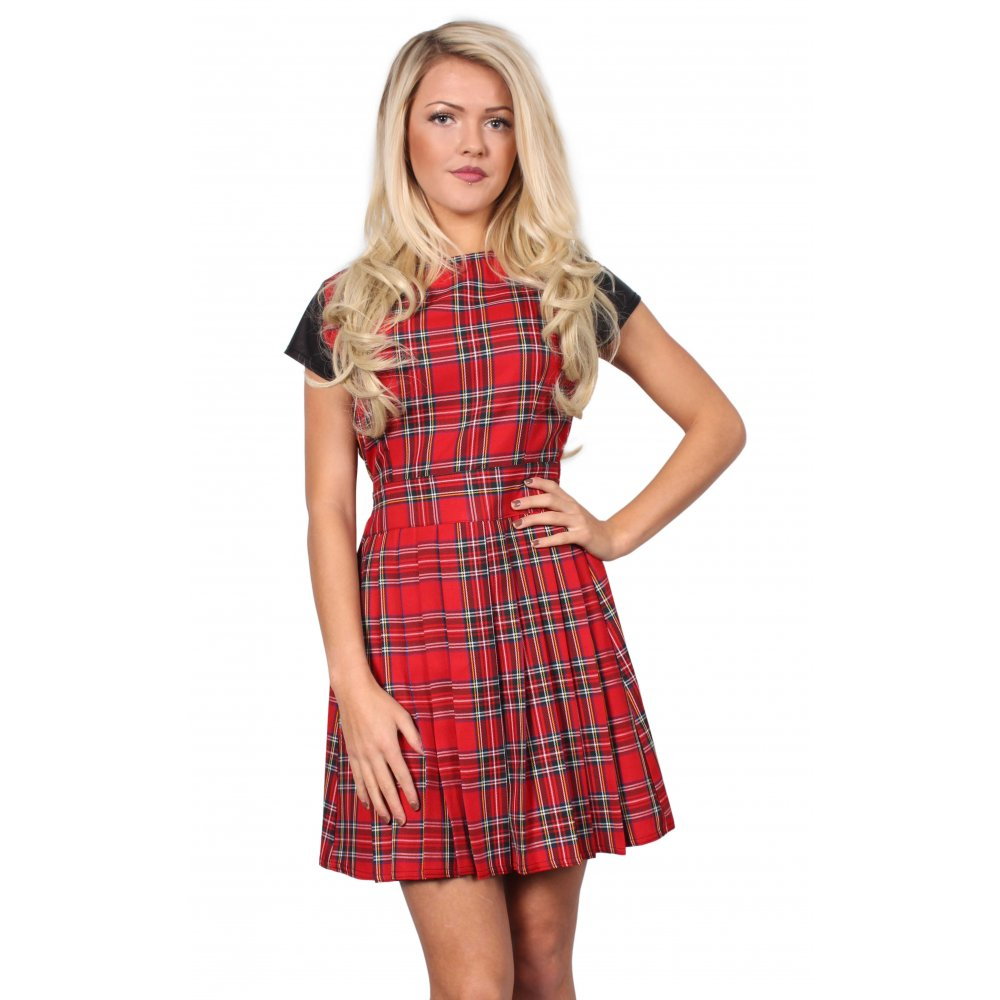 Check out our Scottish women's collection: ladies kilts, tartan skirts, tartan dresses and corsets, cashmere scarves, wool capes and Scottish accessories!
